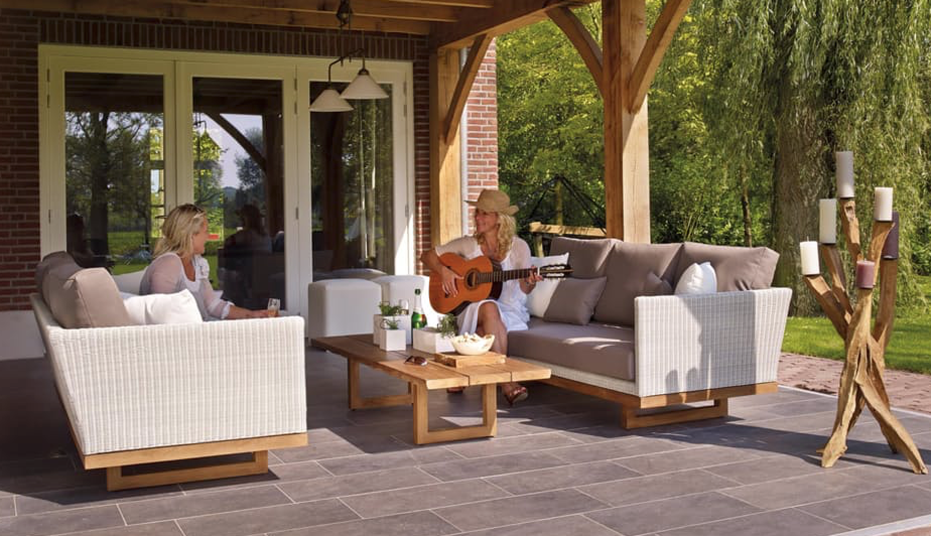 Best Outdoor Features to Add to Your Custom Home
