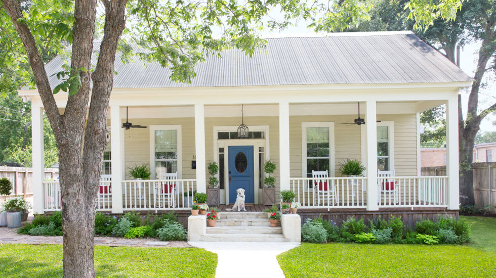 boost curb appeal to sell a house
