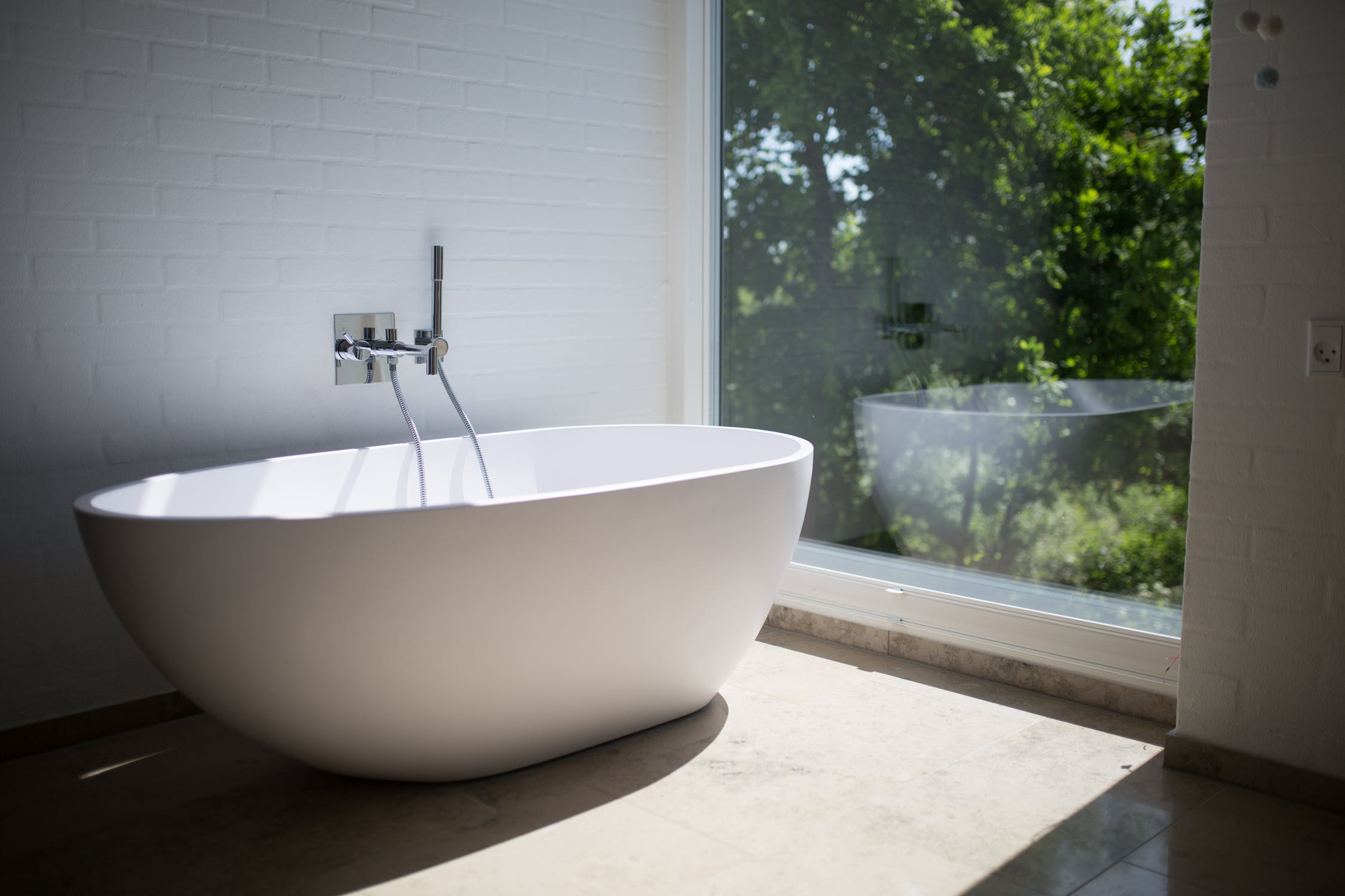A Guide to All Types of Bathtubs- Sina Architectural Design | Toronto Custom Home Builder