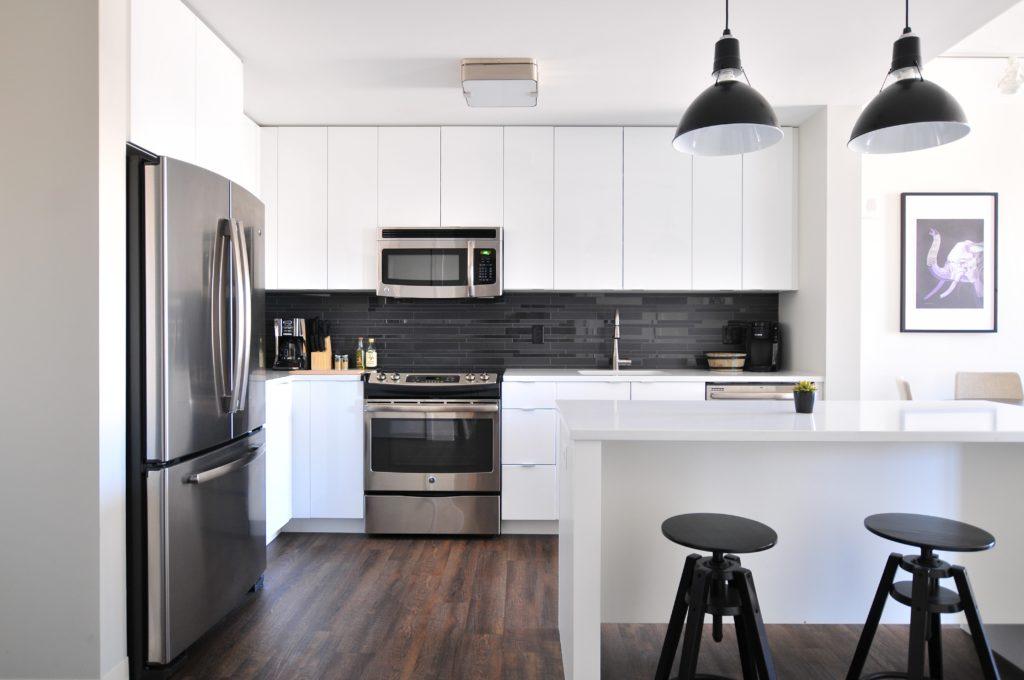 the-5-most-popular-custom-home-kitchen-layouts-sina-architectural-design-toronto-custom-homes